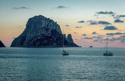 Bij Ibiza voor anker gaan