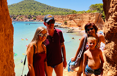 Wilt u een gids op Ibiza boeken?